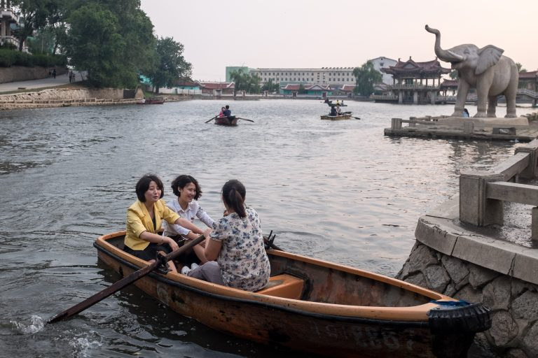Ladies rowing on Sariwon lake