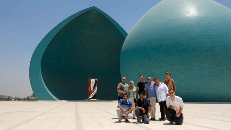 Group photo at the Al-Shaheed monument or Martyr monument in Baghdad